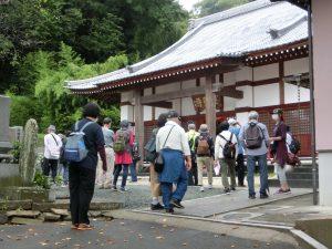 お寺の前での写真